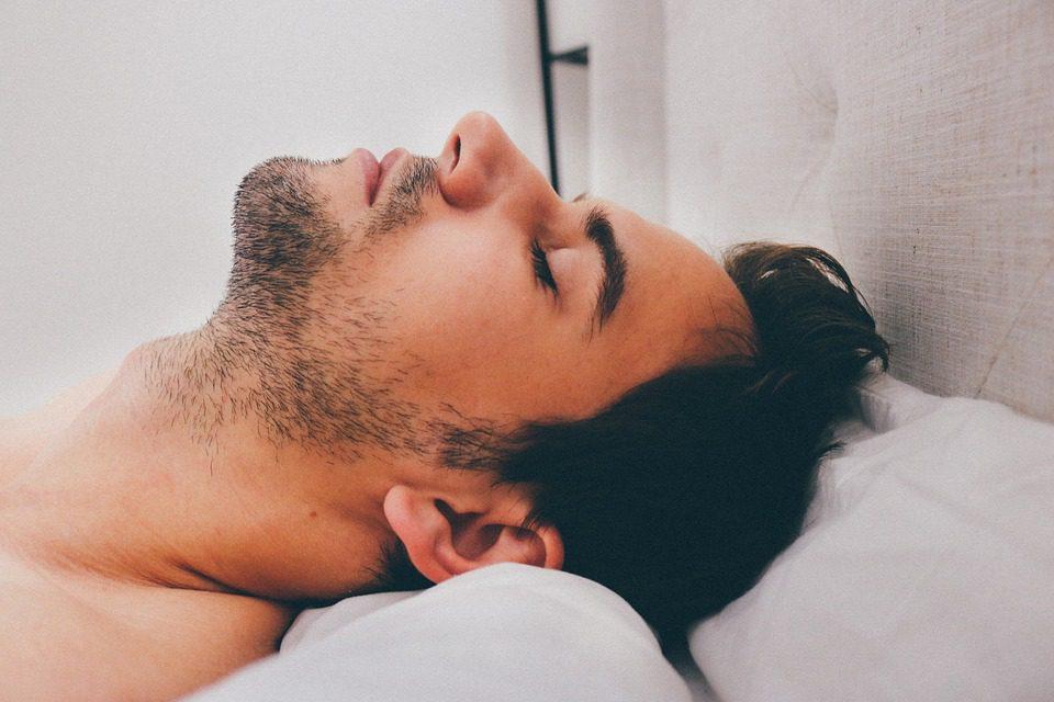 Alzheimer : un sommeil de plus de 9 heures serait néfaste