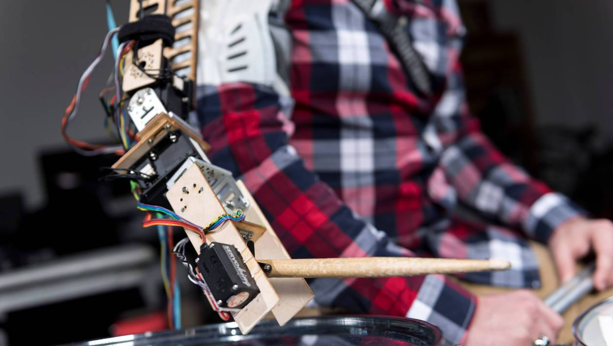Bras robotisé pour batterie