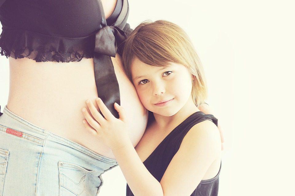 La grossesse et le tabac ne font pas bon ménage, il impacterait le poids du bébé