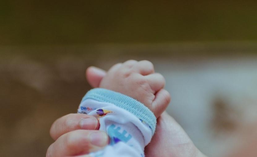 La main d'un bébé