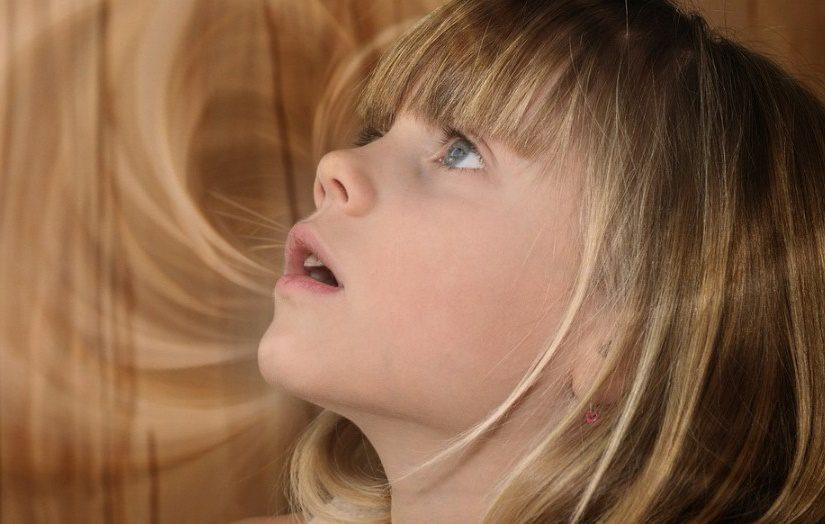 Attention, les collyres pour enfants ont des effets indésirables possibles