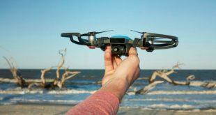 DJI : le nouveau mini-drone Spark prêt à prendre son envol depuis votre main et qui peut ensuite être dirigé par de simples gestes