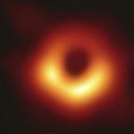 Trou noir : une première photo obtenue avec un algorithme et l'EHT