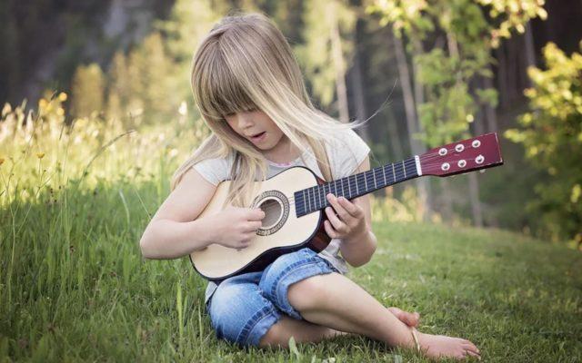Un enfant et la musique